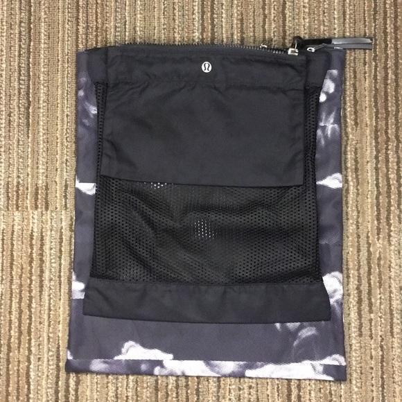 lululemon athletica Handbags - Luluemon Sweat Happens Liner Bags used